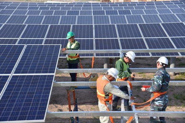 Thi Công Lắp Đặt hệ thống năng lượng mặt Trời ở Bình Dương