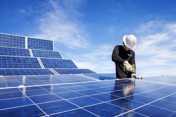 Thi công lắp đặt hệ thống năng lượng điện mặt trời tại tphcm