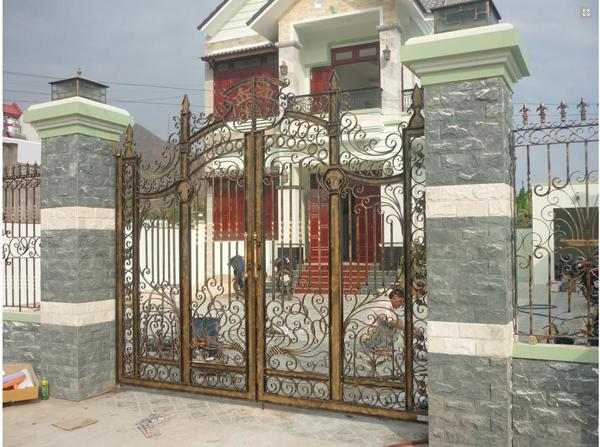 2. Đơn vị thi công cổng sắt mỹ nghệ đẹp nhất tại TPHCM bạn nên tham khảo